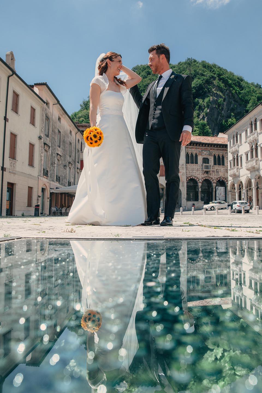 Irene e Paolo sposi-Wedding reportage-Renato Zanette Fotografo Matrimonio Treviso Veneto-Serravalle Piazza Flaminio-Riflessi
