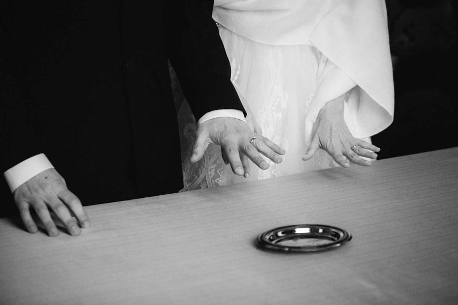 Karina e Alessandro sposi-Wedding reportage-Renato Zanette Fotografo Matrimonio Treviso-Vittorio Veneto-anelli-Serravalle-Locanda da Lino