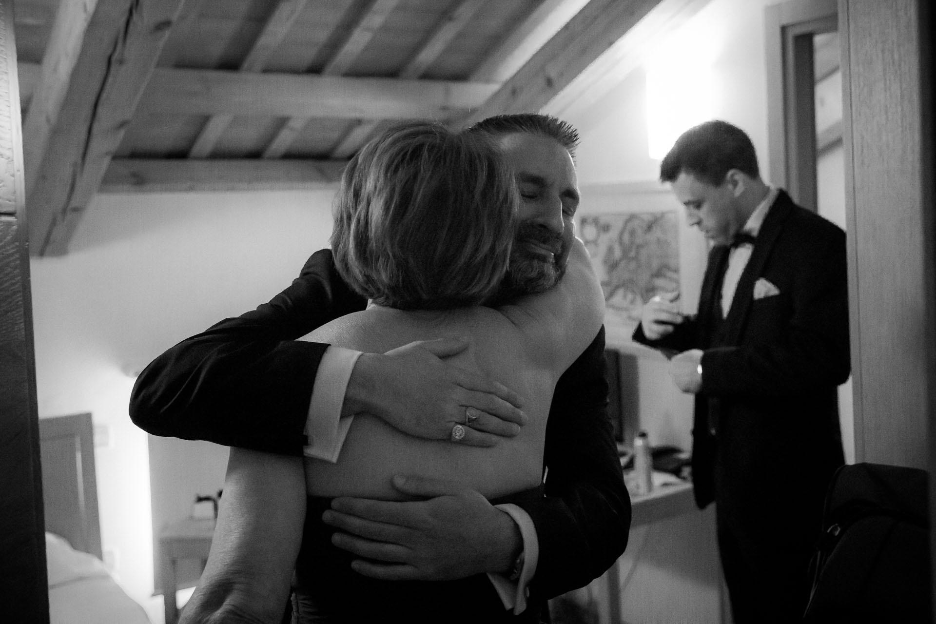 Jessica-Jason-Abbraccio-Weddingdestination-Storytelling-Renato-Zanette-Fotografo-Convento-San-Francesco-Conegliano-Treviso-Veneto