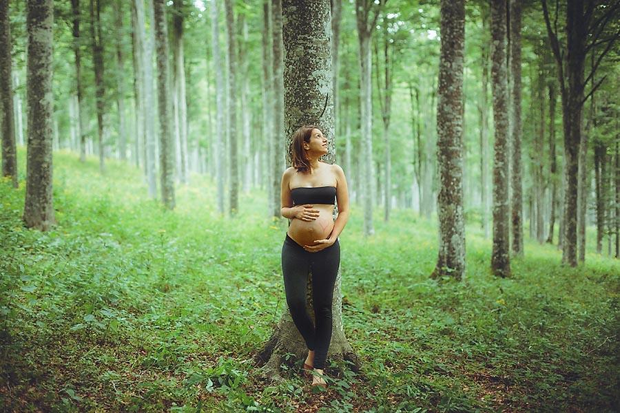 Renato_Zanette_Fotografo_Vittorio_Veneto_Samuela_Carlo_Insieme_Pregnancy_Modherhood_Foresta_del Cansiglio_Noi_Famiglia